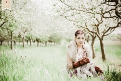 Boho-Spring-Fruehling-Apfelbluete-Hippie-Draussen-Fotoshooting-Trier02