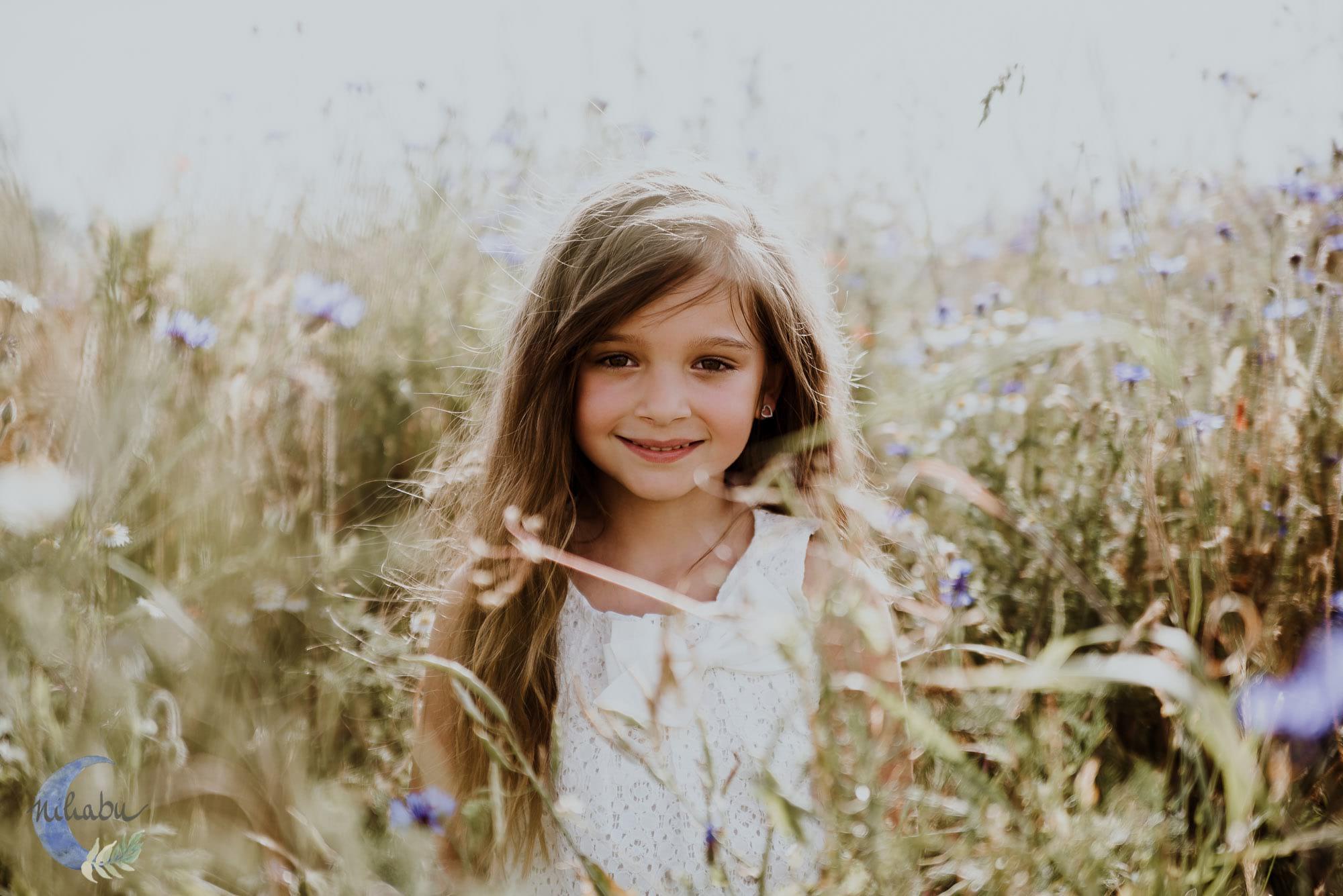Kinderfotografin-Trier-Kornfeld-Blumenwiese-04