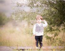 Kind, Hund und Regentropfen in den Wolken – Kinderfotoshooting in Trier
