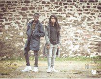 If the kids are united – Moderner Teenager Fotoshoot zwischen alten Mauern und Graffiti