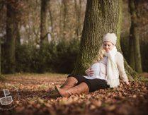 Dezember Babybauch – Schwangerschaftsfotos im Herbst / Winter mit dem Partner in Trier